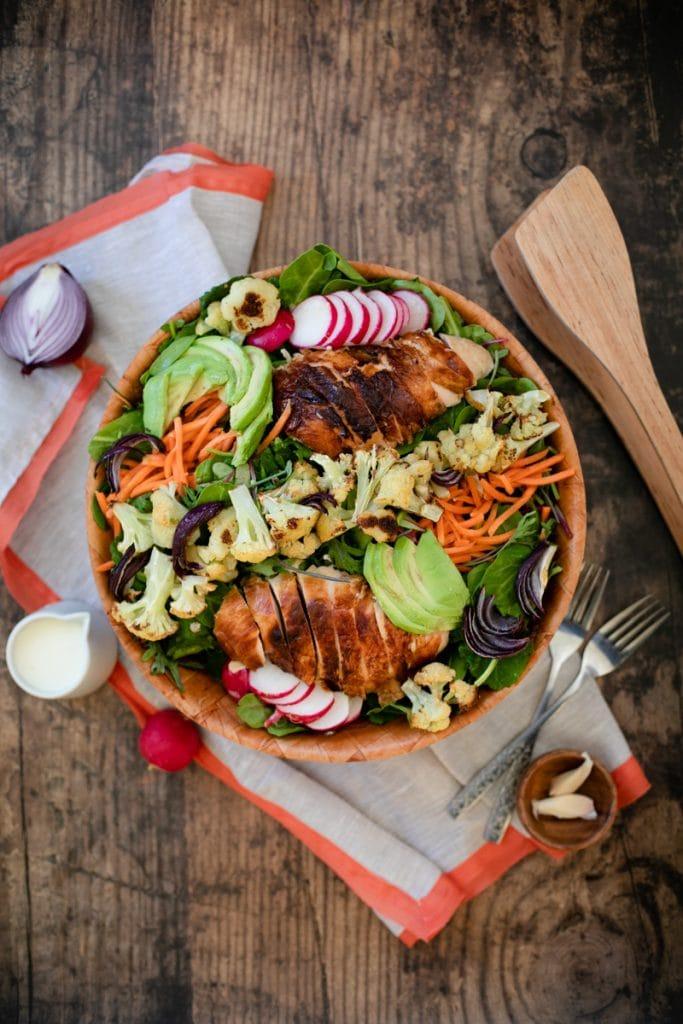 Roasted cauliflower and chicken salad with fresh veggies