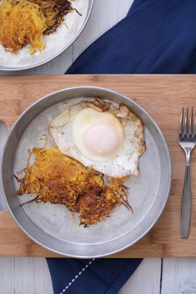 Spaghetti Squash Hashbrowns with fried egg #lowcarbbreakfast #THM #Keto